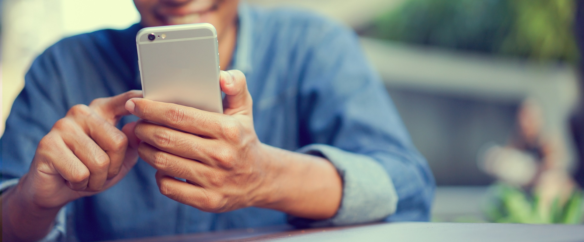 Should You Install a Banking App on Your Phone?