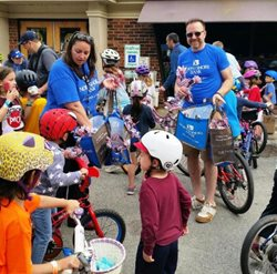 Bank Employees Roll Out to Help with Shorewood Cycling Classic